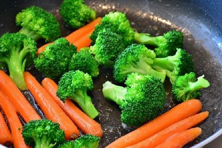 Soupe 8 légumes goût muscade Bouillon aux légumes d'hiver https://edithetsacuisine.fr/wp-content/uploads/2016/10/soupe-8-legumes-1.jpg