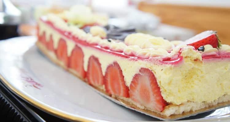 fraisier aux biscuits roses part