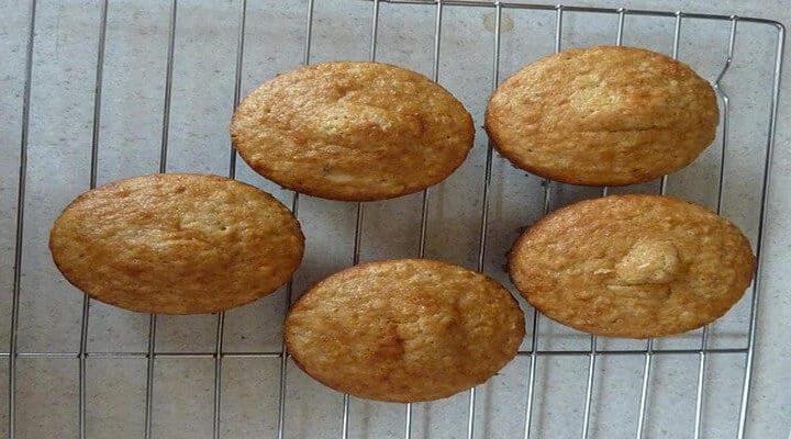 Mini muffins salés, épicés aux piments oiseau verts écrasés.