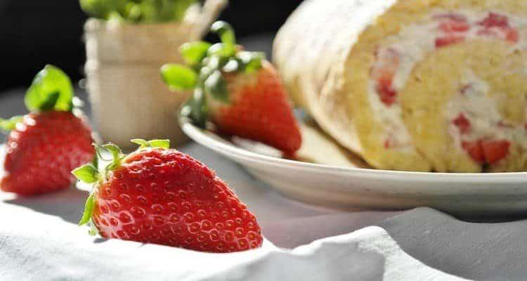 moelleux aux fraises buche