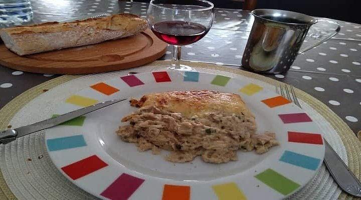 Soufflé au thon champignons mélangés et fromage râpé.