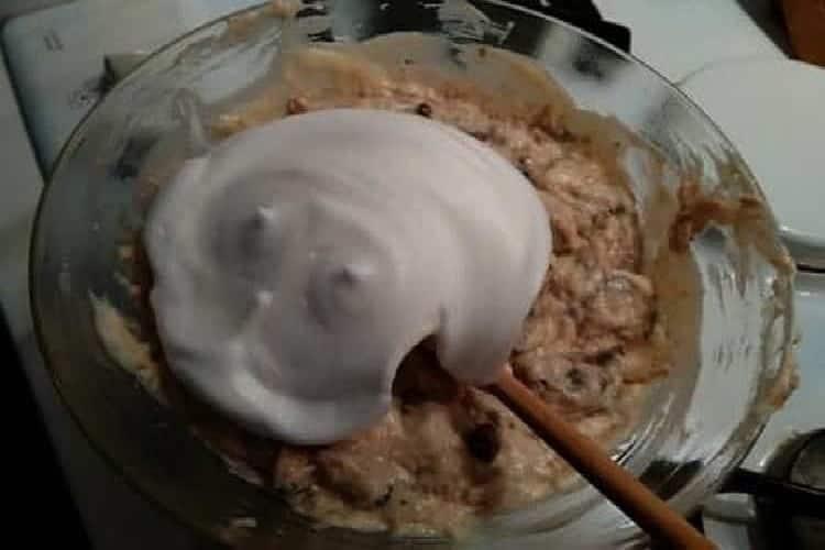 Soufflé au thon champignons mélangés et fromage râpé. https://edithetsacuisine.fr/wp-content/uploads/2016/10/thon-pour-preparer-un-souffle.jpg