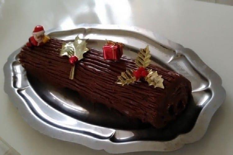 Bûche de Noël biscuit roulé chocolat noir que vos bambins vont courtiser https://edithetsacuisine.fr/wp-content/uploads/2016/11/buche-de-noel-decoration.jpg