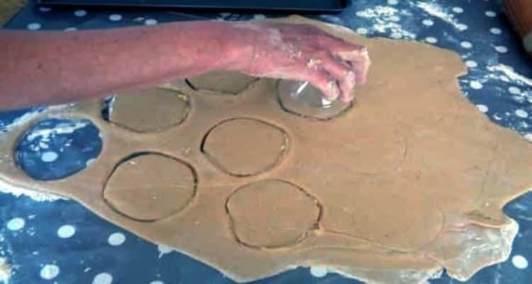 doughnuts sucré à la cannelle découpe