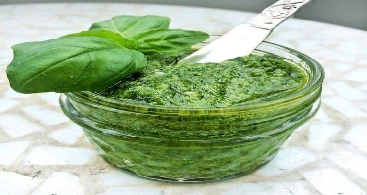Sauce pesto pour pâtes au basilic