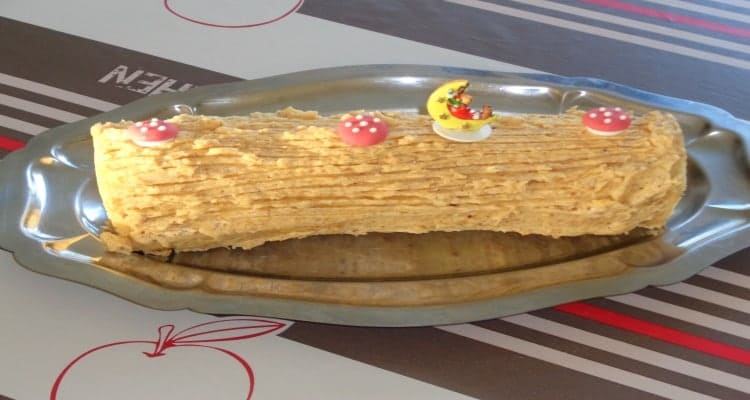Bûche de Noël crème au beurre praliné plat de service