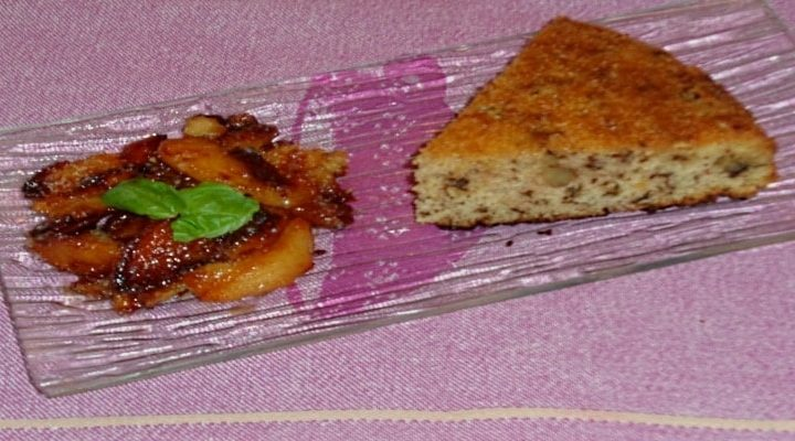 Gâteau aux cerneaux de noix et pommes caramélisées