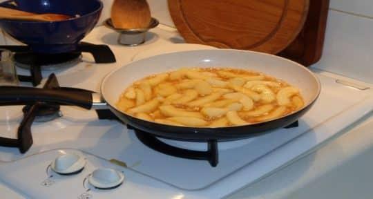 gâteau cerneaux de noix et pommes caramélisées