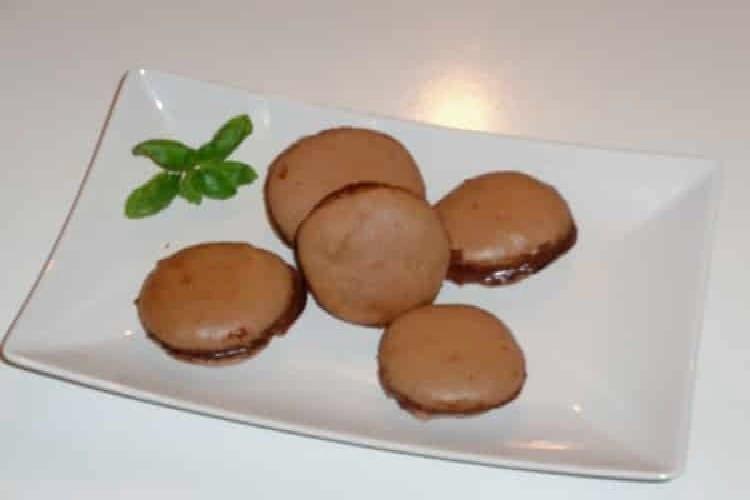 Macarons : la recette au chocolat au lait et cacao https://edithetsacuisine.fr/wp-content/uploads/2017/01/macarons.jpg