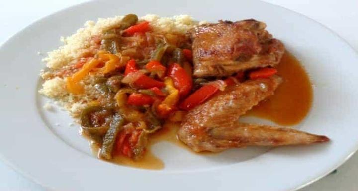 Curry - Purée - poulet basquaise assiette de présentation