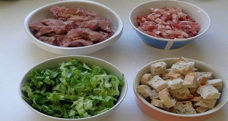 recette de salade paysanne de gésiers, salade et croûtons