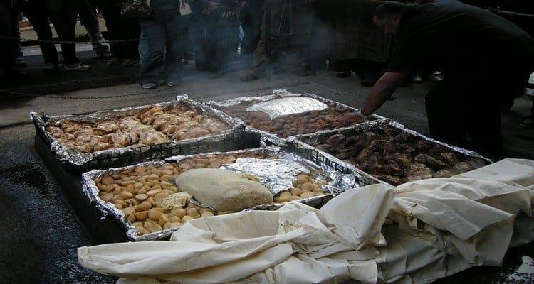 gastronomie néo-zélandaise Hangi preparation