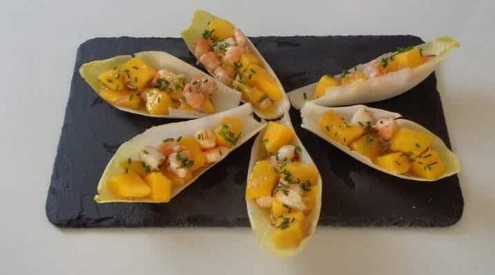 Barquettes endives farcies à la mangue, crevettes, vanille et citron vert