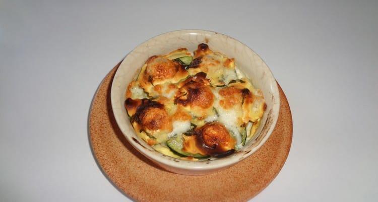 Gratin de raviolis individuel, courgettes à la menthe cuites au four