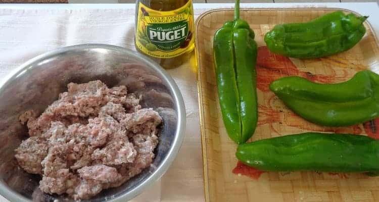 Poivron long vert farci cuit au four, recette corne de taureau farci