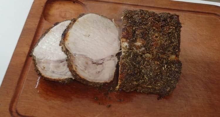 Réaliser un rôti de porc sucré salé en croûte d'herbes