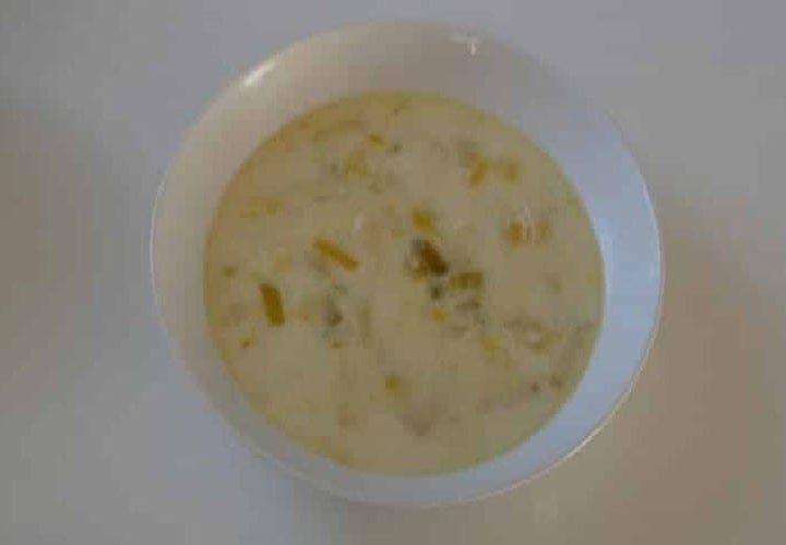 Soupe poireaux au beurre pommes de terre en petits tronçons