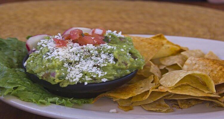 Guacamole_y_nachos, 4 idées de plats typiques mexicains