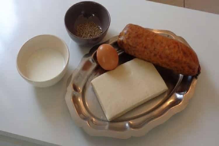 Réussir une saucisse de Morteau en croûte aux herbes https://edithetsacuisine.fr/wp-content/uploads/2018/03/morteau-en-croute-la-cuisson.jpg