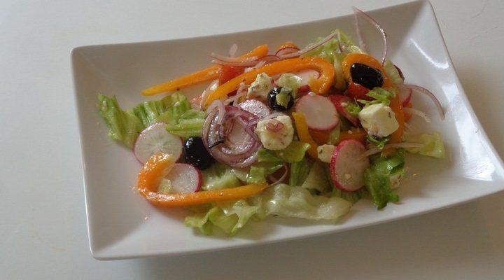 Réussir la salade Grecque à la Feta olive noire jus de citron