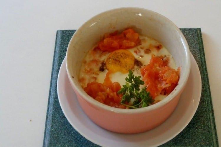 œuf en cocotte a la tomate