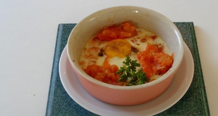 œuf en cocotte à la tomate