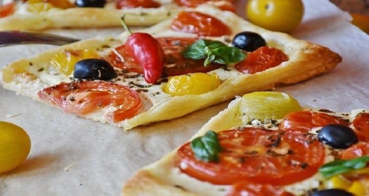 repas avec une pizza sans viande