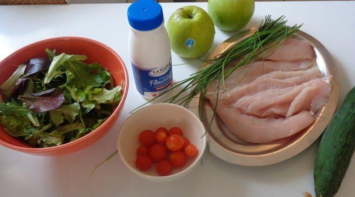 Salade à base de poulet pommes Granny Smith, vinaigrette épicée.