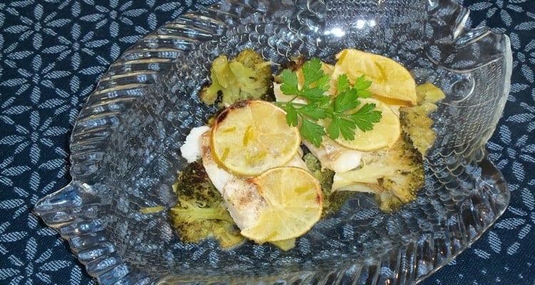 Brocoli au poisson et à la sauce au beurre citronnée