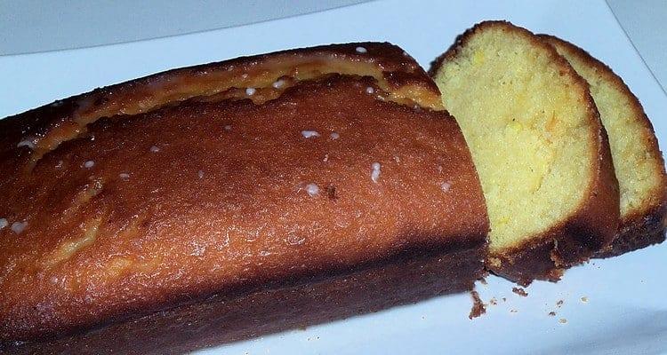 cake au citron avec un glaçage au citron