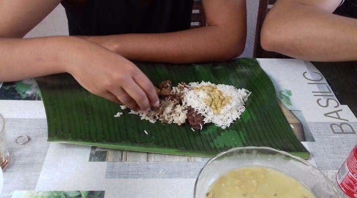 Comment préparer et manger sur une feuille de bananier à La Réunion?