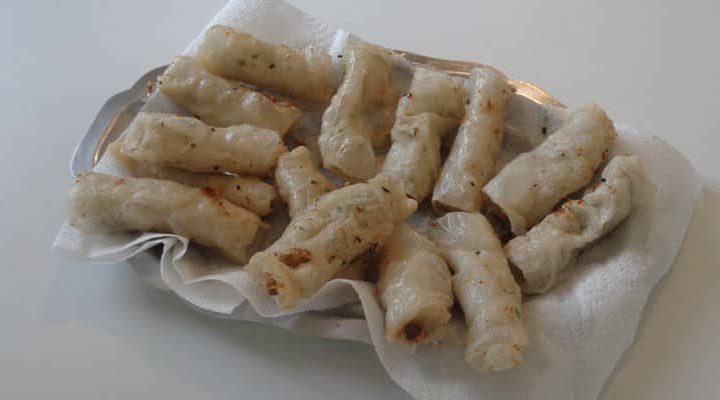 Cigare galette de riz au thon, gingembre et petit piment.
