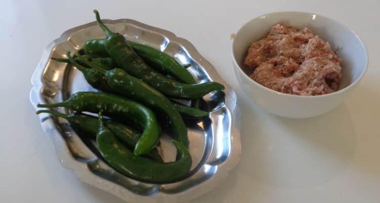 Gros Piments farcis créole la farce et les piments verts