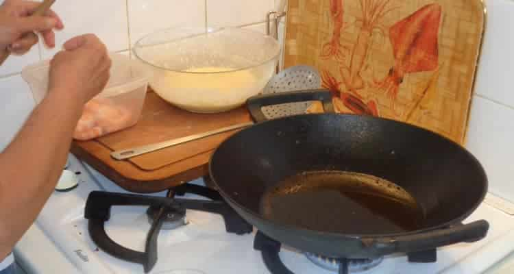 beignets de grosses crevettes, la cuisson à l'huile