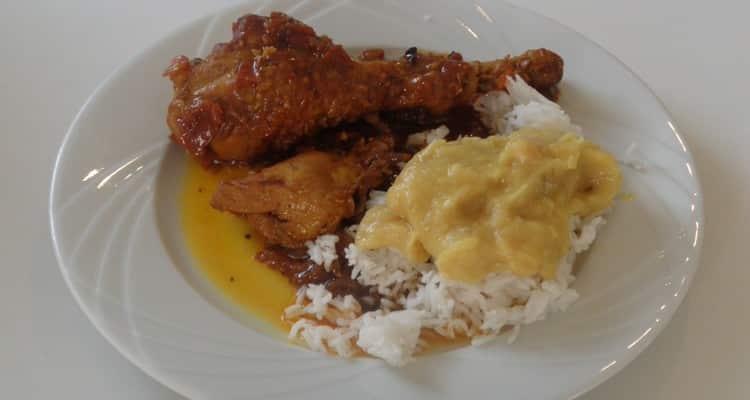 cari poulet 974 macéré, la présentation de l'assiette