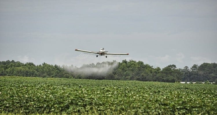 épandage des pesticides en avion