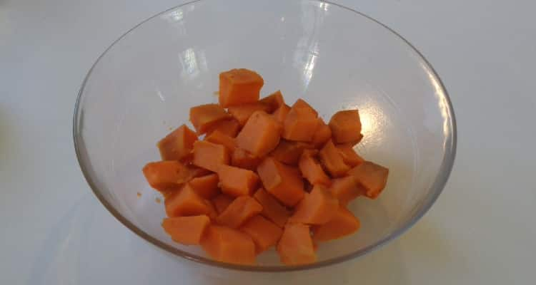 patate douce coupée en petits morceaux pour faire la purée