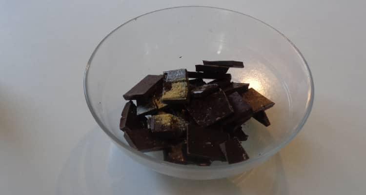 25 Carrés de Chocolat au Gingembre Confit sur un sablé de palet breton. https://edithetsacuisine.fr/wp-content/uploads/2019/10/carres-de-chocolat-au-gingembre.jpg