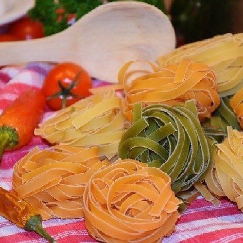 Tarte aux Abricots en Boite - appareil crème d'amandes noisettes. https://edithetsacuisine.fr/wp-content/uploads/2019/12/ingredients-pour-appareil-amandes.jpg