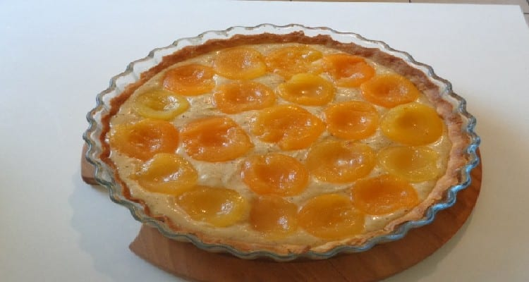 disposition des abricots dans la tarte