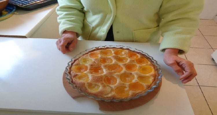 Tarte aux Abricots en Boite - appareil crème d'amandes noisettes.