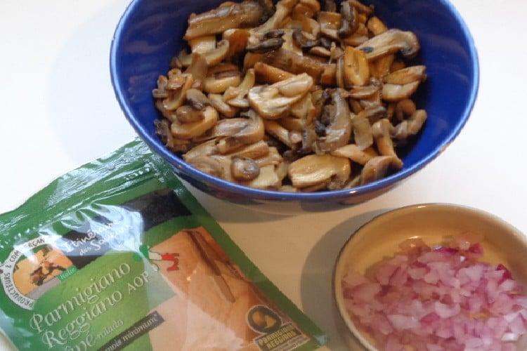 Crêpe Roulée - garniture champignon jambon blanc - béchamel noix de muscade https://edithetsacuisine.fr/wp-content/uploads/2020/01/crepe-roulee.jpg