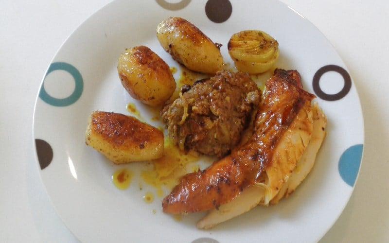 Poulet aux épices au four comment faire ? Allez, rendez-vous en cuisine. https://edithetsacuisine.fr/wp-content/uploads/2020/03/poulet-farci-aux-epices-cuit-au-four.jpg