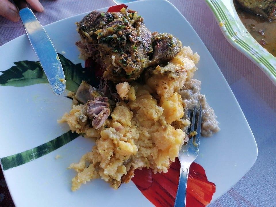 Rembourrage - Dish Network - cari pied de porc en assiette