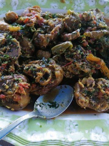 Cuisine végétarienne - Aliments d'origine animale - cari pied de porc en plat de service