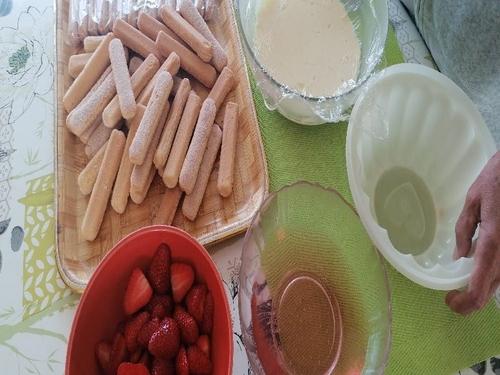 Déjeuner - Malbouffe - charlotte aux fraises