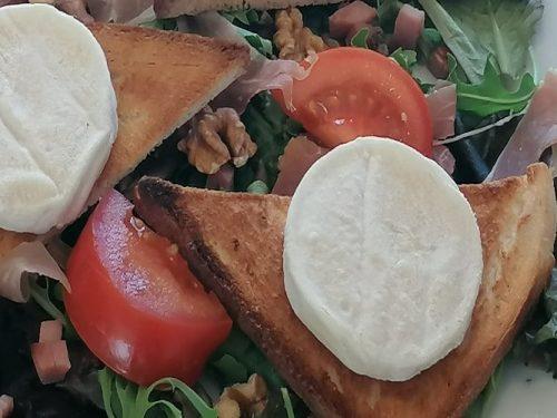 salade de chèvre en assiette