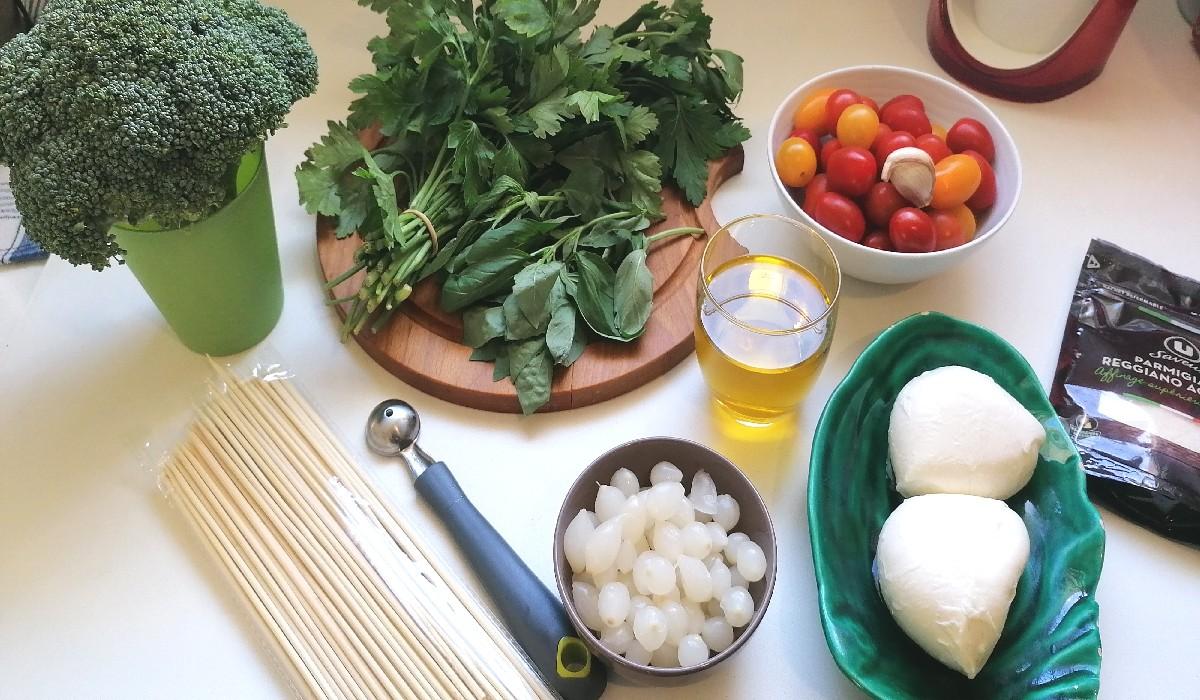 les ingrédients pour brochettes de tomates-cerises
